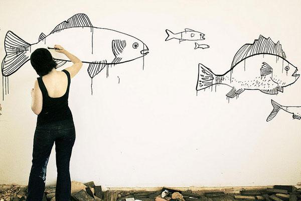 Рыбы сражаются на плавниках