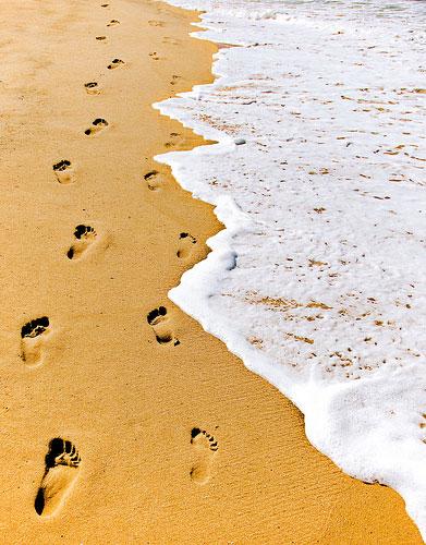 Следы на песке отлив